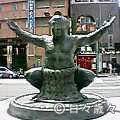 相撲取りの銅像