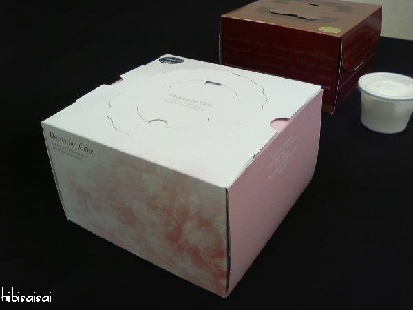 ケーキの箱はこんな感じ