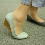 履き口浅めのバレエシューズでもおしゃれにアクティブに動きたい人におすすめ、ストレッチ素材のウエッジシューズ