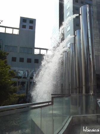 新梅田シティ・ワンダースクエアの滝