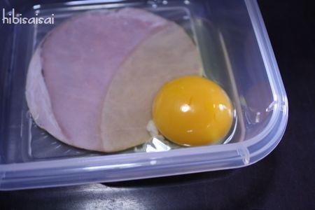 クックマジックにハムと卵をセット