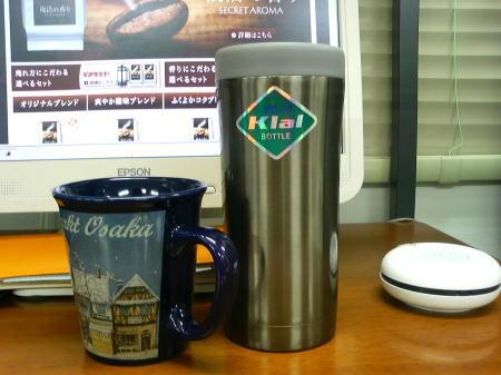 水筒にコーヒーを詰めて