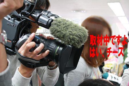 アフィリエイターを取材しているテレビカメラ
