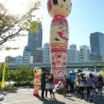 バラ園でやってる収穫祭 3(巨大こけし花子さん)