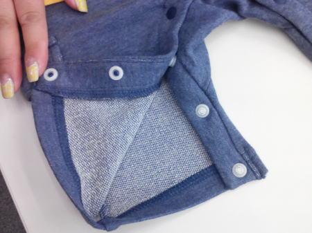 ズボン部分の生地