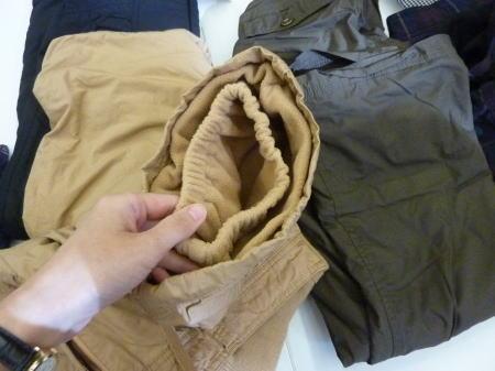 裏フリースパンツの裾