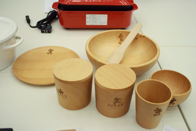 木製のテーブルウェア