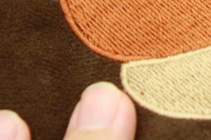 ドングリ部分の刺繍