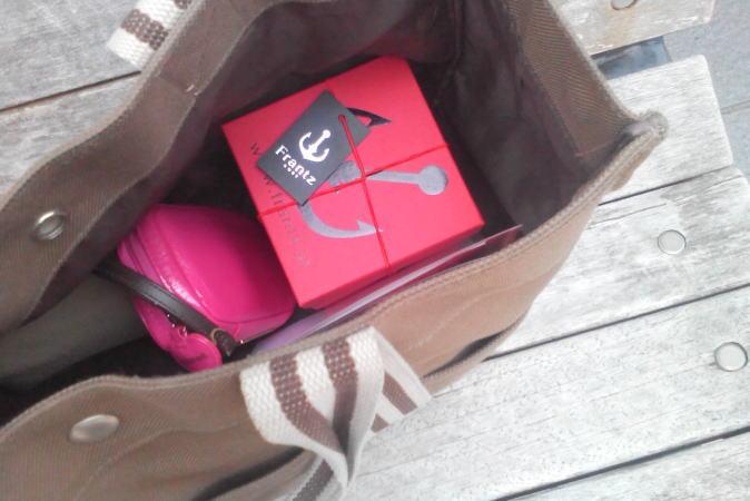 神戸苺トリュフのパッケージ