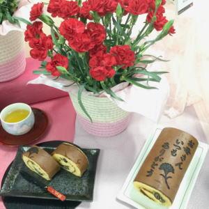 三源庵のロールカステラと花鉢のセット