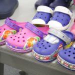 冬の足元もキラキラ… クロックスの光る靴シリーズが秋冬の新作にも登場しています