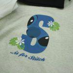さりげなくディズニーを楽しみたい人におすすめ「アルファベットTシャツ」