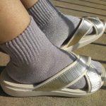 サンダルが大きめのときは、ちょっぴり厚めのおしゃれ靴下でサイズ調整するのがおすすめ