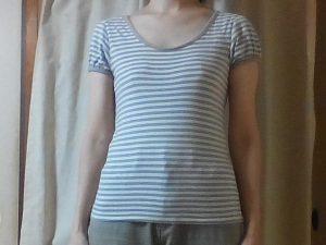 Tシャツを着たフロントシルエット