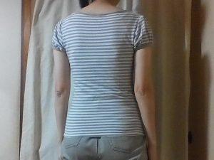 Tシャツを着たバックシルエット