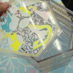 透明でキラキラ、宝石箱みたいなお重箱を5人のプリンセスが彩る「ディズニープリンセス三段重」