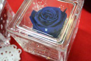 青いバラのデザイン