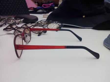ウルティム素材のメラニンレンズメガネ