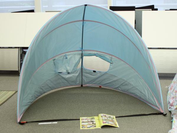 ドーム型テントの正面