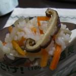 超長期保存7年OKのレスキューライスの五目御飯は、年寄りでも食べることができました