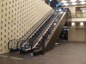 2階へ向かうエスカレーター