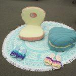 スツールにも、座椅子にも、2Wayで楽しめるアリエルのシェル型ミニ座椅子