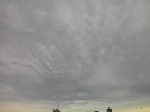 台風前の雲のようす