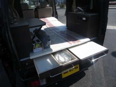 車中泊ができる軽自動車 引き出しや作業台