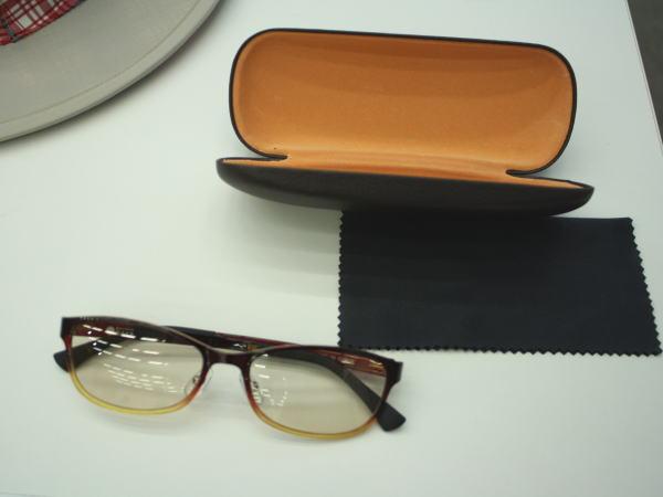 ウルティム素材の軽量メラニンレンズサングラス