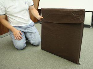 畳むと座布団ぐらいの大きさに