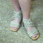 夏の素足を華やかに彩る ミスキョウコの4Eコンフォートサンダル