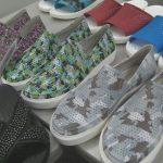 クロックスのCome As You Areキャンペーン ユナ&ヘンリー・ラウの靴はこれ