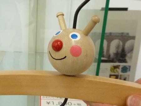 テントウムシの木製ハンガー
