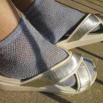 薄手の靴下でも滑り止めパッドと組み合わせれば、大きめサンダルのサイズ調整が可能
