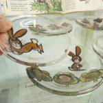 小さなお皿の中にチェコの絵本のストーリーを楽しむキッチン雑貨