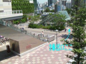 連絡橋の階段