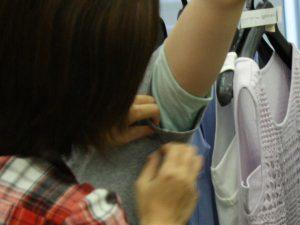 サラリストとTシャツの間に塗れたコットンをセット
