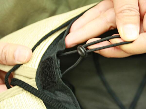 サイズ調節の紐
